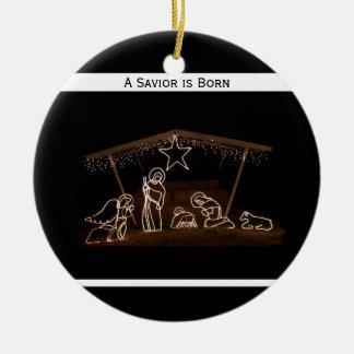 Un salvador es navidad cristiano religioso nacido adorno navideño redondo de cerámica