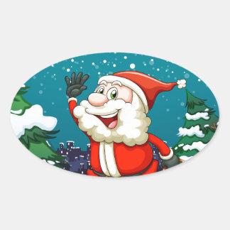 Un Santa sonriente que tira del trineo de madera Pegatina Ovalada