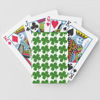 Un trébol verde afortunado baraja de cartas