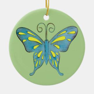 Un trullo bonito y una mariposa amarilla en verde adorno navideño redondo de cerámica