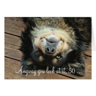 Una 50.a tarjeta de cumpleaños feliz divertida con