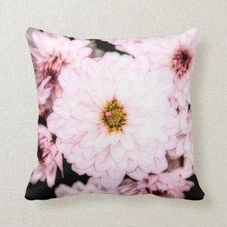 Una almohada hermosa de la flor