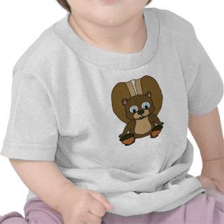 Una ardilla que come una bellota camisetas