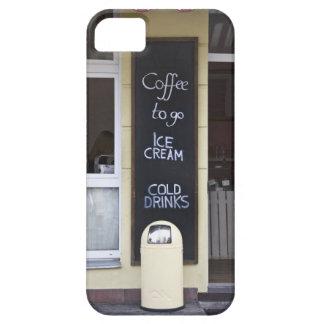 una cafetería con un café a ir muestra iPhone 5 cárcasa