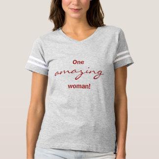Una camisa asombrosa del fútbol de la mujer