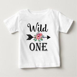 Una camisa floral salvaje del cumpleaños de la