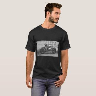 Una camiseta con un motorcyle del bmw del vinatege