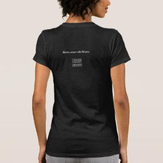 Una camiseta sobre los halcones de Du Bois Library