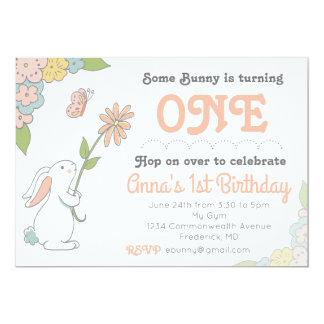 Una cierta invitación del cumpleaños del conejito