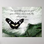 Una cita negra de la mariposa para los niños posters