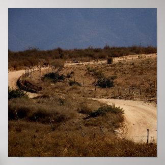 Una curva en la impresión del camino póster