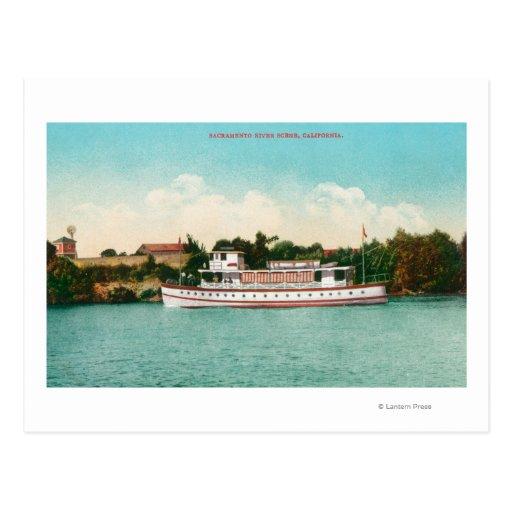Una escena del río Sacramento con una barca Postales