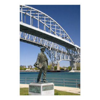 Una estatua de Thomas Edison del artista local Min Fotos