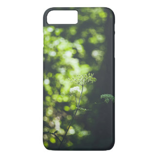 Una flor salvaje en la naturaleza verde funda iPhone 7 plus