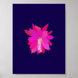 Una flor tropical rosada en fondo azul marino póster