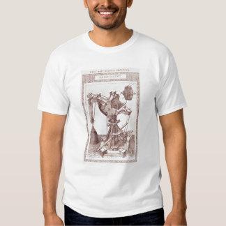 Una grúa camisas