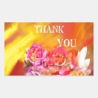 Una mano de gracias tiende por completo hacia pegatina rectangular