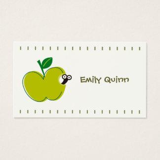 una manzana verde y un pequeño gusano tarjeta de negocios