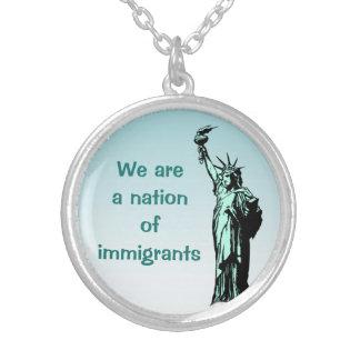 Una nación del collar del azul de los inmigrantes