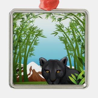 Una pantera negra en el bosque de bambú adorno cuadrado plateado
