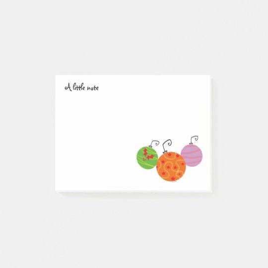 una pequeña nota (felices bolas del árbol de