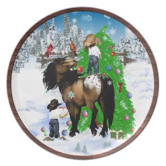 Una placa del navidad del caballo y del niño platos
