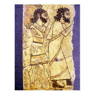 Una placa que representa caminar de dos hombres postal