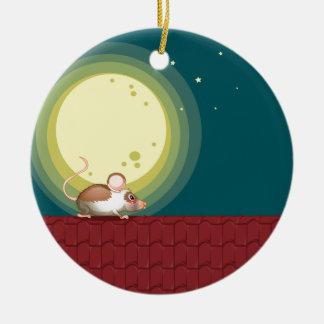 Una rata en el tejado adorno navideño redondo de cerámica