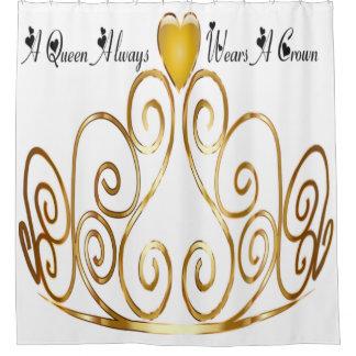 una reina lleva siempre una cortina de ducha de la