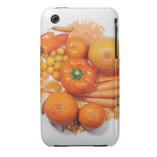 Una selección de frutas y de verduras anaranjadas funda bareyly there para iPhone 3 de Case-Mate