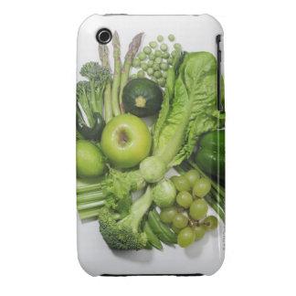 Una selección de frutas y de verduras verdes funda para iPhone 3