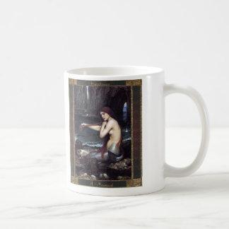 Una sirena asalta taza de café