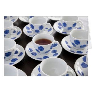 Una taza de tarjeta de felicitación del té
