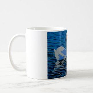Una taza maravillosamente diseñada del cisne, un
