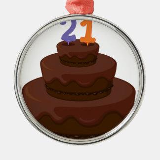 una torta de cumpleaños adorno redondo plateado