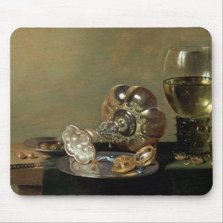 Una vida inmóvil con el vidrio de vino alfombrilla de ratón