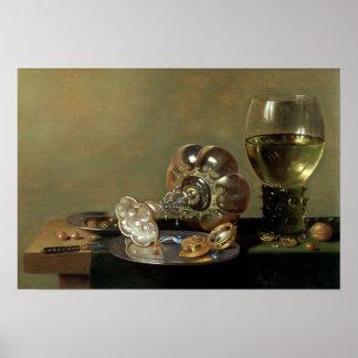 Una vida inmóvil con el vidrio de vino póster