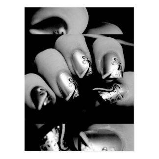 Uñas del diseñador postal