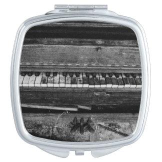 'Ungrand Piano Espejo De Viaje