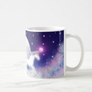Unicornio alado con estrellas taza de café