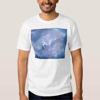 Unicornio azul con fantasía de las alas camisas