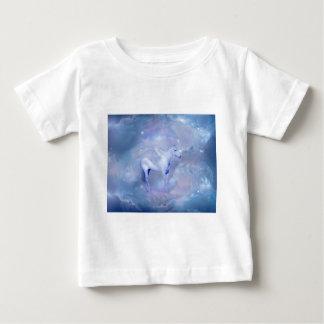 Unicornio azul con fantasía de las alas camiseta