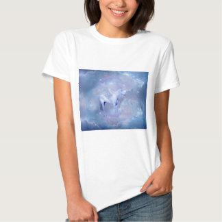 Unicornio azul con fantasía de las alas camisetas