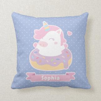 Unicornio lindo en almohada de la decoración del