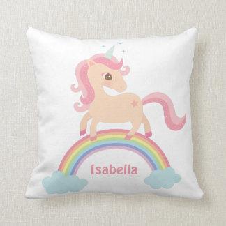 Unicornio lindo en la almohada de la decoración