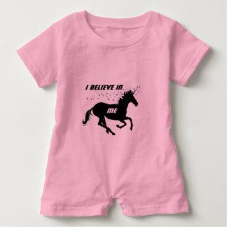 Unicornio lindo mágico que creo en mí inspirado body para bebé