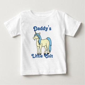 Unicornio poner crema con la melena azul clara camiseta