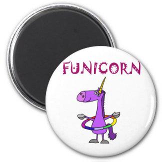 Unicornio púrpura divertido con el aro de Hula Imán