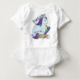 Unicornio rechoncho que come un arco iris - un lío body para bebé