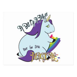 Unicornio rechoncho que come un arco iris - un lío postal